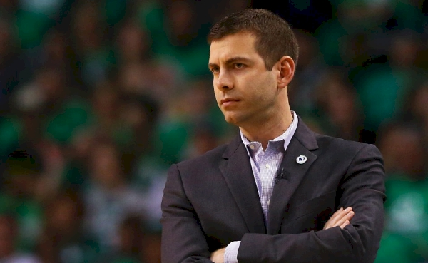 """""""We're building a culture of accountability, trust, and togetherness. Entitlement will not be tolerated."""" – Brad Stevens https://t.co/9NH6vQUZPG https://t.co/ygbNIQRRO7"""