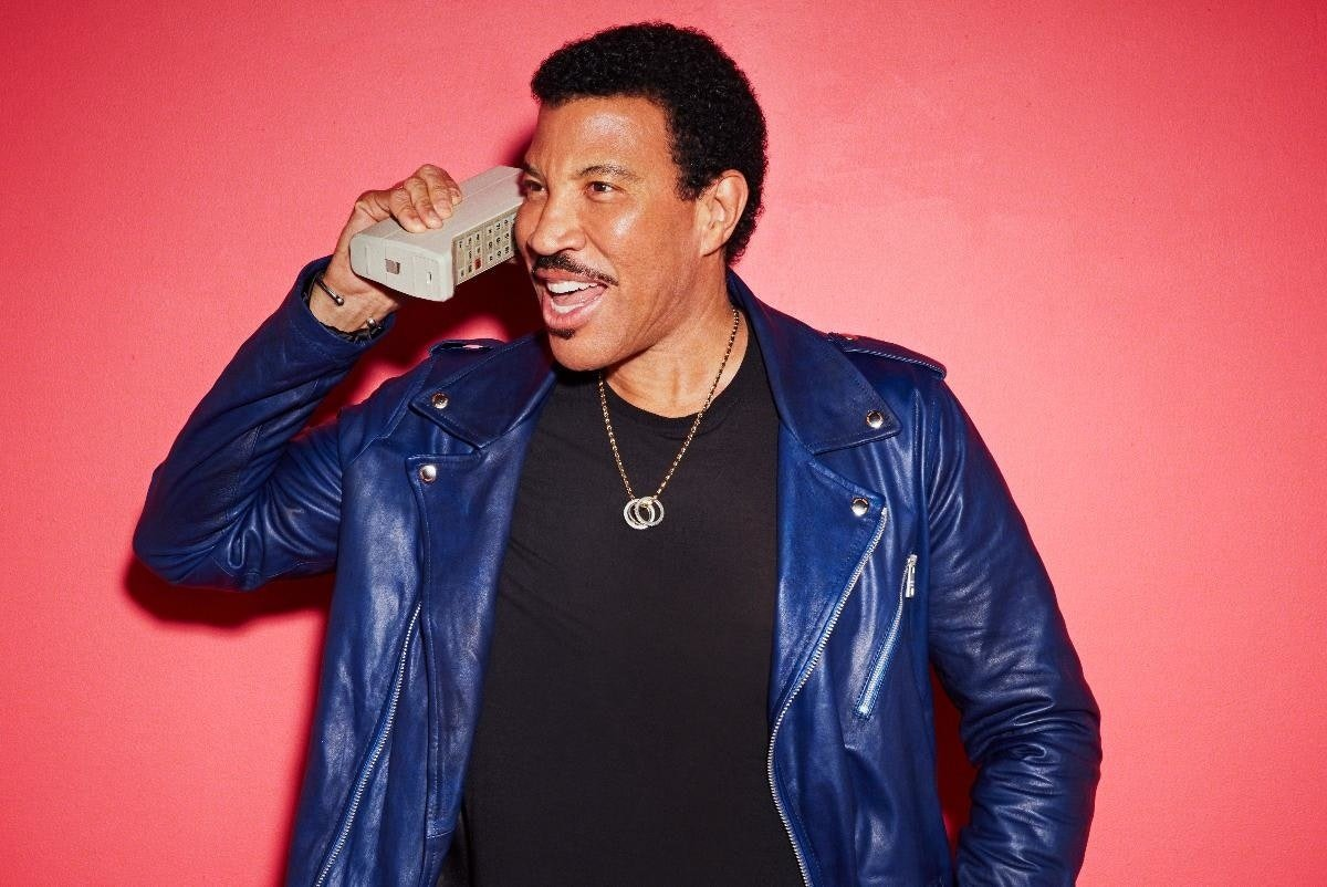Presale// The one and only @LionelRichie has announced summer shows at Scarborough Open Air Theatre and Lytham Festival in 2021. Get your tickets at 8am Thursday 29th October - 24 hours early: https://t.co/7v2kCihevG https://t.co/1vtS3fy2hB