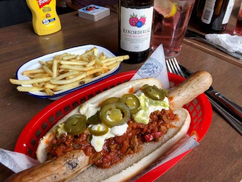 The Very Quaint Poets Ale and Smoke House Pub in Hove, East Sussex   https://t.co/mx2Iv95dbt  #travel #lookatourworld #travelbloging #travelbloggers #FootLong #PubGrub #Ribs #SmokeHouse https://t.co/IN2qE2r0Ny