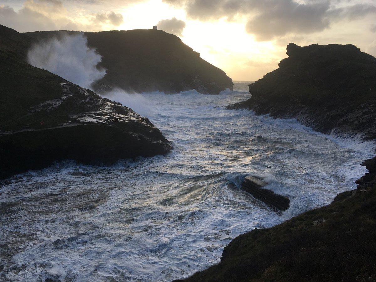 Stormy seas #storm #boscastle https://t.co/kUdRzVEpqg
