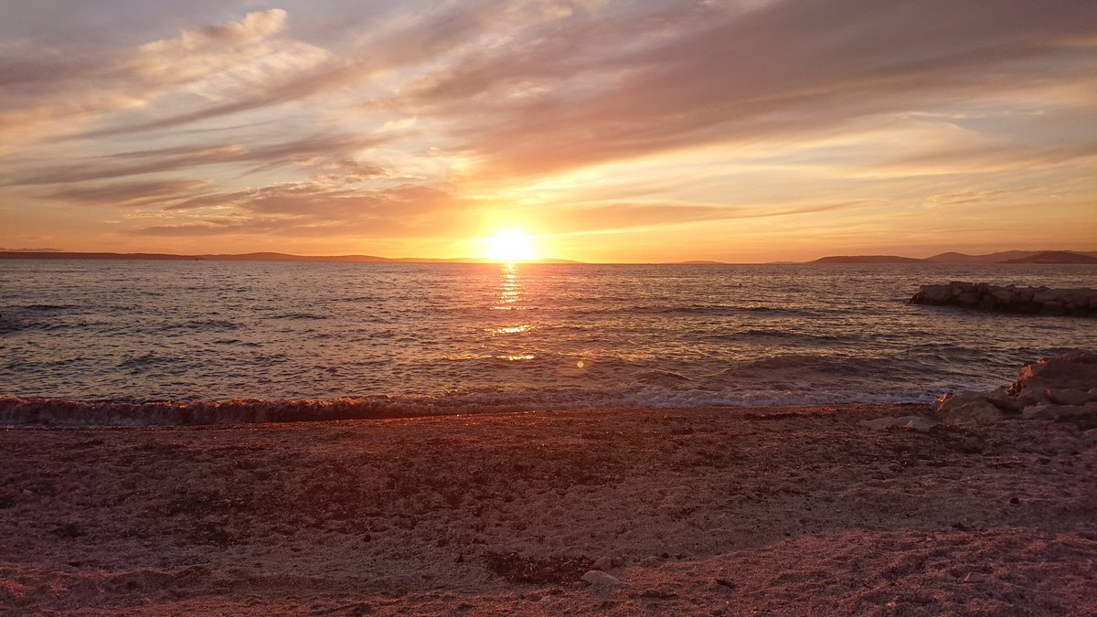 Magnificent #beautiful #sunset where the #sun is shone over the #landscape and the #sea while taking a long #walk along the #beach in #Podstrana, #Croatia  #sunsets #sunsetphotography #landscapephotography #beachphotography https://t.co/vd3TR0TNKS