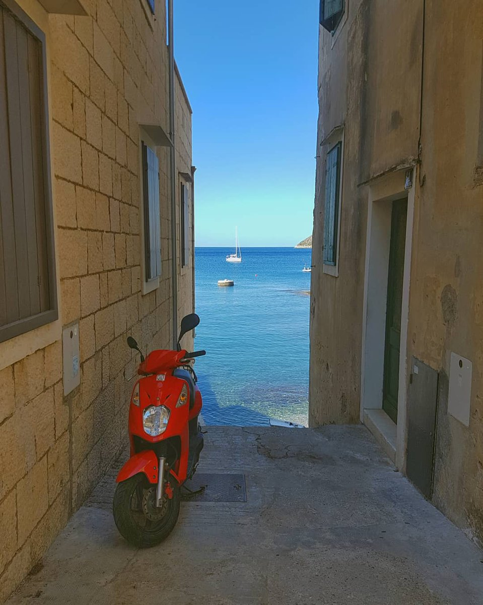 Vis, an island of fishermen and winegrowers  #khulaakash #nepalitravellers #nepali #travel #travellers #travelling #travelphotography #croatia #vis #visisland #adriatic #sea #scooter #backpacking #europe #naturephotography #komiza #beautifuldestinations #explore #adventure https://t.co/4XZX5ii1Cm