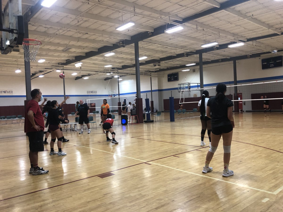 YOU'RE ABOUT TO GET SERVED 🏐💪🏻 -- #oobvolleyballclub #oobvolleyball #volleyballclub #volleyball #nike #officialnike #girlsvolleyball #youthsports #sports #socalvolleyball #league #inlandempire https://t.co/aJxs4kGpy9