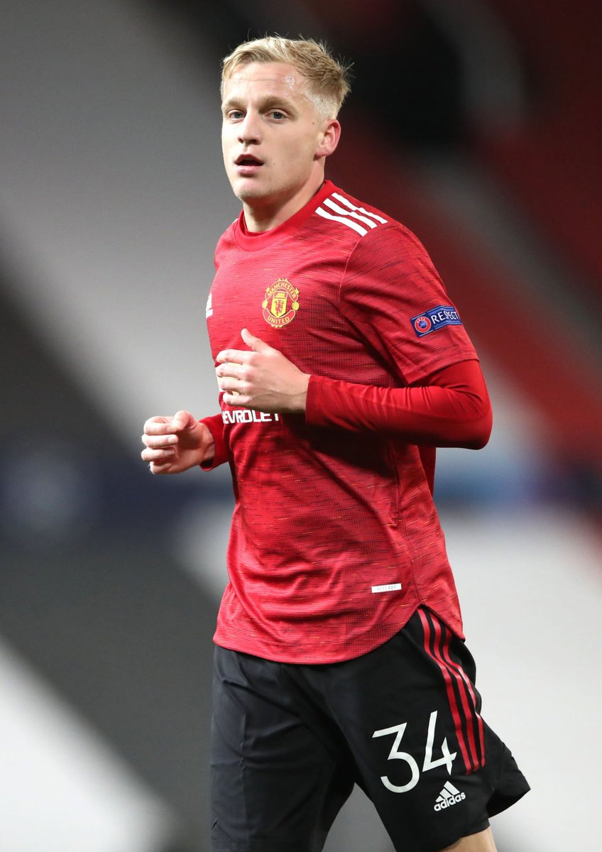 Thoughts on @Donny_beek6's first #UCL start for United? https://t.co/C21ar0bUjG