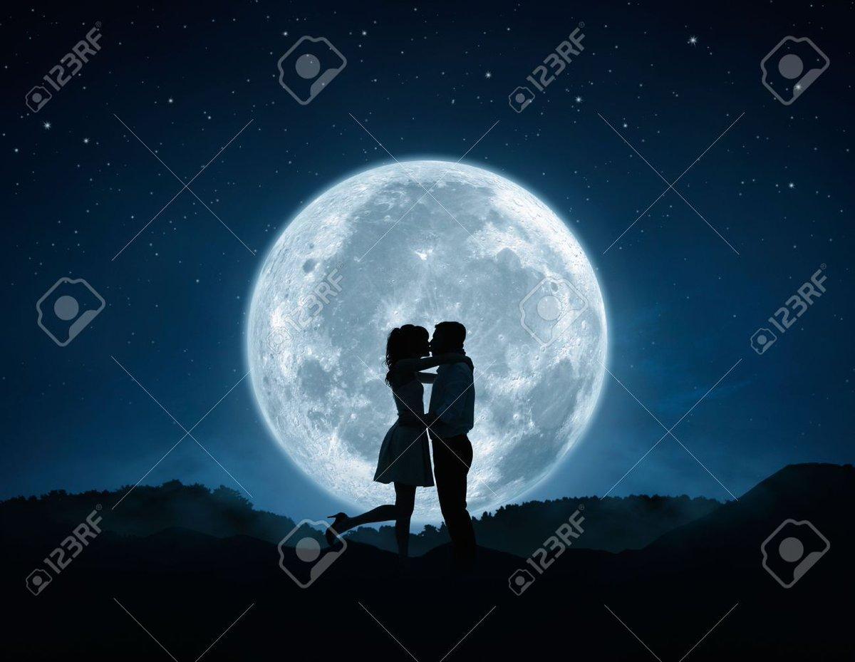 10月31日は牡牛座の満月 ブルームーンです 同じ月に2回満月がある時ブルームーンと呼ばれます  「ブルームーンを見ると幸せになれる」と言われています  今年一番小さい満月でマイクロムーンでもありハロウィンとも重なり 何か特別感を感じますね 🎃🎃  次のブルームーンは2023年まで見られませんよ🍀 https://t.co/pt6cYnRCz6