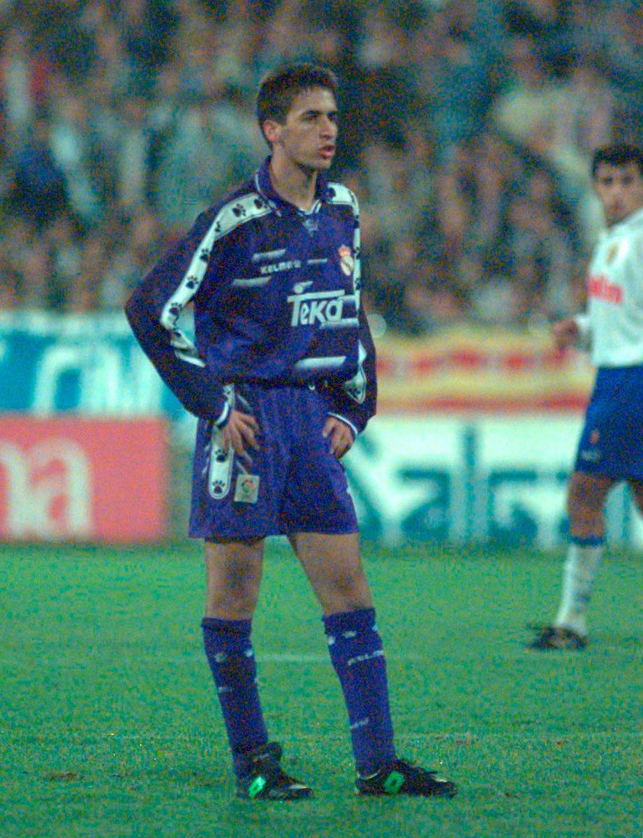 Hoy se cumplen 26 años del debut oficial de Raul con el Real Madrid. Fue en La Romareda en la 9ª jornada liguera y aunque el conjunto madridista acaba derrotado por 3-2 (Zamorano y Amavisca), aquel fue el inicio de una larga carrera vestido de blanco. https://t.co/3pKAQhpqZu