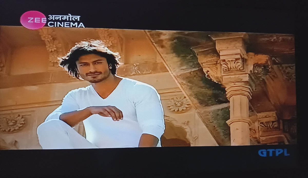 #SaawanBairi is my favorite song and @VidyutJammwal you in this song mind-blowing. Your killer looks and exprations are fabulous 😍❤❤❤ #commandoonemanarmy #Karan #alltimefavorite #VidyutJammwal  #lookingsuperb #action #kalaripayattu #indianmartialarts #martialarts 🙏🏻 https://t.co/G7q39CkmtW