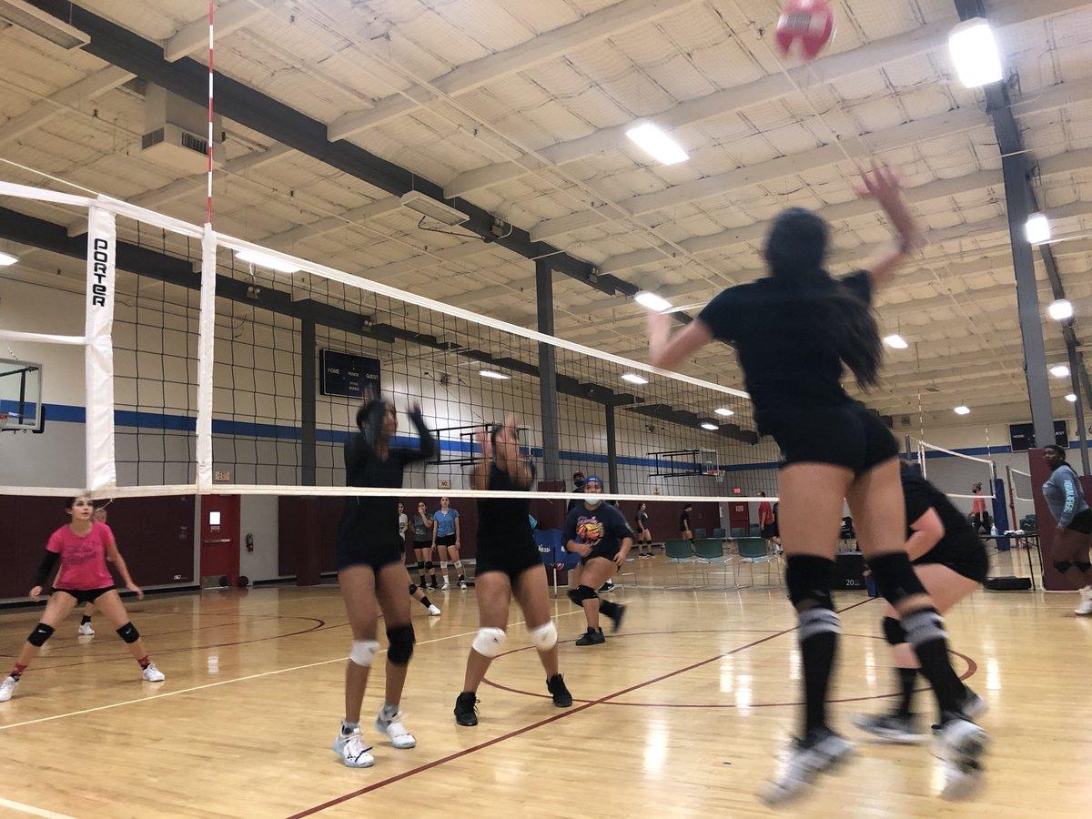 Action shots 📸🔥🔥💪🏻🏐 -- #oobvolleyballclub #oobvolleyball #volleyballclub #volleyball #nike #officialnike #girlsvolleyball #youthsports #sports #socalvolleyball #league #inlandempire https://t.co/JuclvdDiE4
