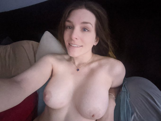 Hello from my bed 🥰 https://t.co/ICX6GHQlTq