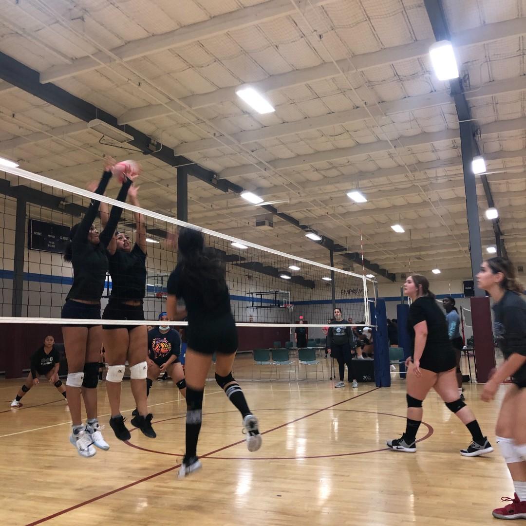 BLOCKED 💥🙌 -- #oobvolleyballclub #oobvolleyball #volleyballclub #volleyball #nike #officialnike #girlsvolleyball #youthsports #sports #socalvolleyball #league #inlandempire https://t.co/JL1qHRohOn