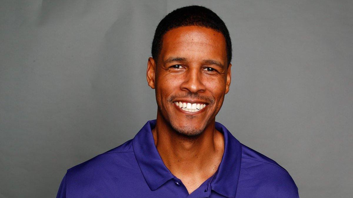 Stephen Silas já trabalhou com Lebron James, Stephen Curry, Kemba Walker e Luka Doncic. Silas no Rockets vai ter a oportunidade de trabalhar com Russell Westbrook e James Harden. https://t.co/X9LHJtLBD5
