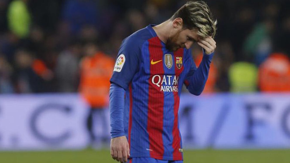 #OJOALDATO - Messi solo ha marcado un gol fuera del Camp Nou en Champions League #UCL en los dos últimos años (en Praga, contra el Slavia). No marcó ni en Lyon, ni en Manchester, ni en Liverpool, ni en Dortmund, ni en Nápoles, ni en Lisboa. Y, de momento, tampoco marca en Turín. https://t.co/uEHtIBXxOM