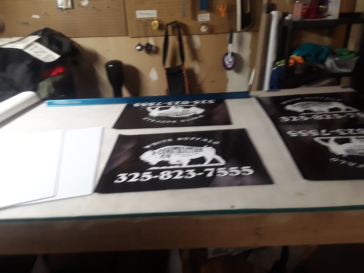 Ended the day on knocking out some 15inch by 32 inch car magnets and some yard signs 🤘🍻❤ #MFAM #dayjob #work #redalpha #screenprinting #shirts #carwraps #embroidery #newskill https://t.co/CdMzbyWsW4