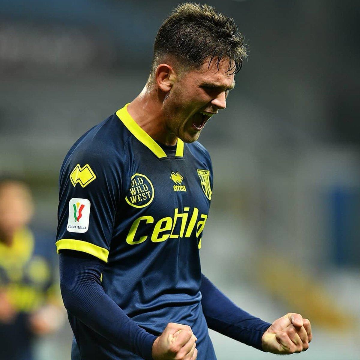 Gol de Andrea Adorante en la victoria frente a #Pescara #Parma #Calcio #Italia #JugadoresDodici https://t.co/yeYfUkXveN