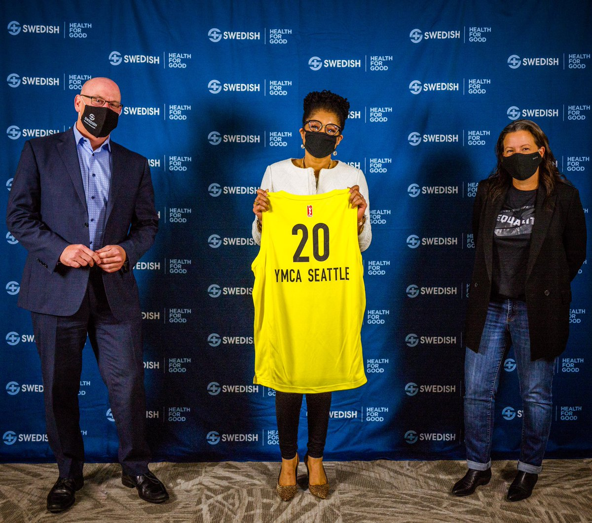 We had a great time celebrating our @Swedish Community Champions. 🏆  Together, we presented each organization with a personalized jersey and donation.   Thank you @UNCF, @YMCASeattle, @Therapywithash , Seattle Linksand Nurturing Roots for supporting our community! 👊 https://t.co/ibe780LoeU