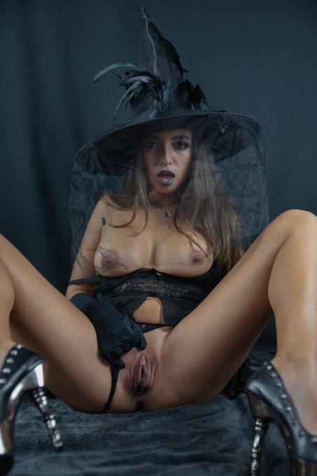 🎃🎃 29 OCTOBER - 10PM MEXICO 🎃🎃  No se pierdan la mejor fiesta de #Halloween !! Don't miss the best #Halloween2020