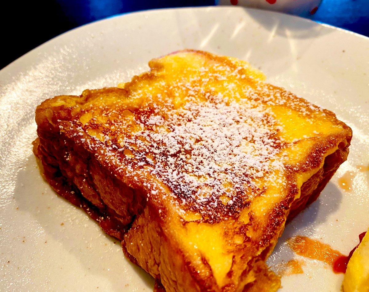 あさごはん。このレシピにしてから子供たちがいっぱい食べるようになった😆ワ-イ簡単。失敗無し。世界一のフレンチトースト by ヒロニアス  #cookpad