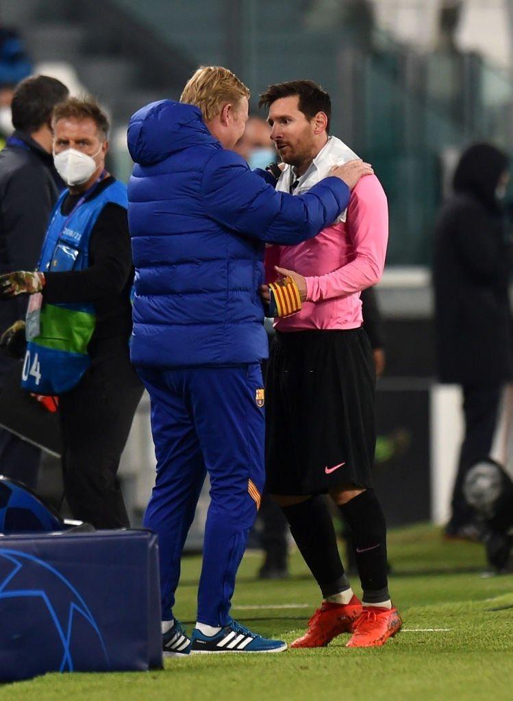 RT @BlazquezFont: Complicidad. Messi sonríe y Ronald Koeman disfruta. ¡Buen Barça! #FCBarcelona #UCL https://t.co/iySBmttQYD