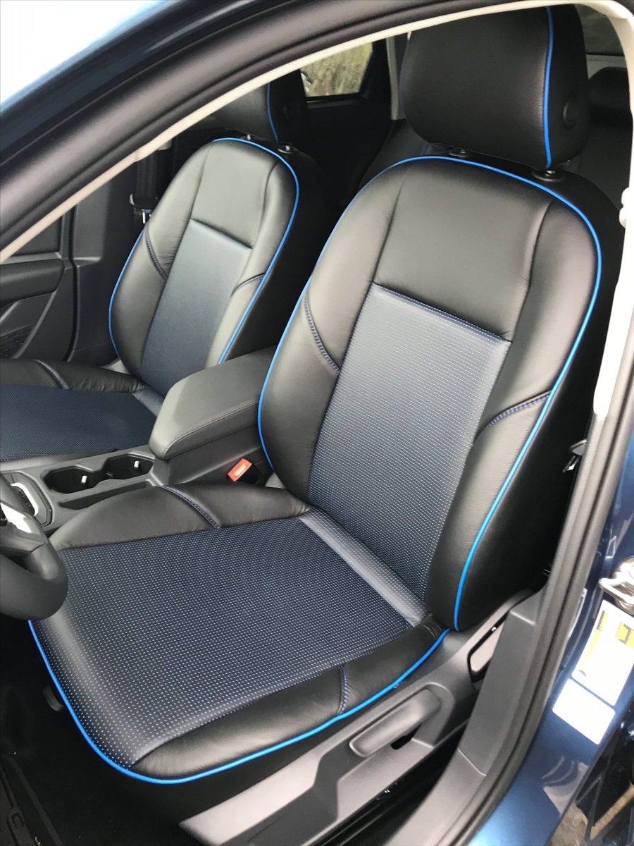 Blue piping makes these seats nearly glow...blue stitching with a blue barracuda insert on this VW by @classic_design_automotive  #blueleather #bluecar #volkswagen #loveyourdrive #becauseclothsucks #leatherisbetter #katzkin #katzkinleather https://t.co/16gieO0uLP