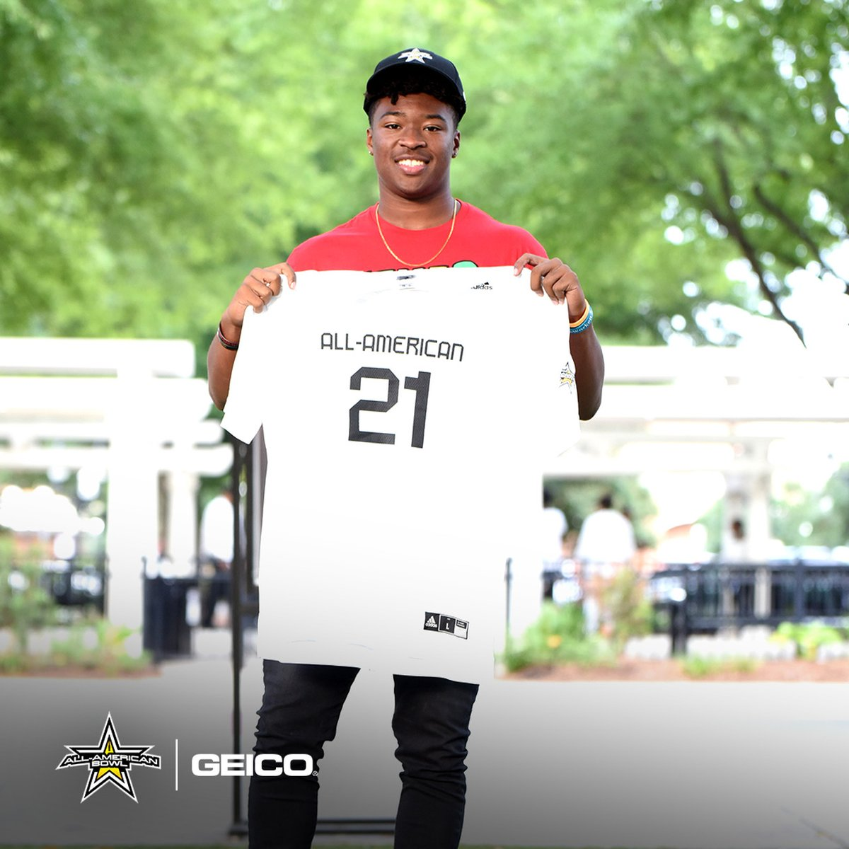 """#OhioState RB commit Evan Pryor will forever go down as an @AABonNBC. Received his jersey this week. """"I know some of the best players who played the sport to this day have played in it and it's a prestigious award to be invited."""" 247sports.com/Article/Ohio-S…"""