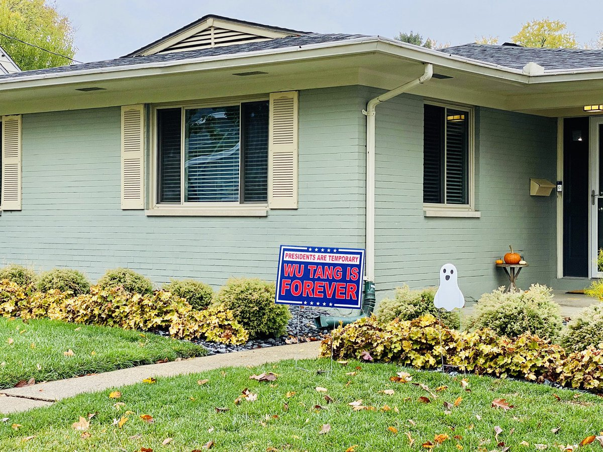 Early voting in the U.S. has already reached 51% of the total 2016 vote. Most Americans are serious about this election, even if this homeowner isn't. 📷: Oct. 20, 2020 #Oakwood, #Ohio. #GetSerious #VoteEarly #Vote #Election2020 #SaveAmerica #AmericaOrTrump #PoliticsOnWheels https://t.co/mTqwMmdfRa