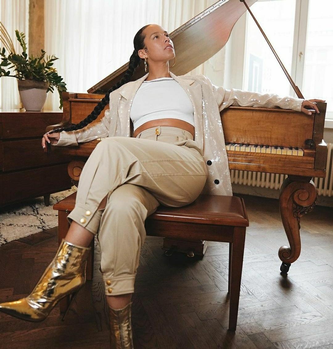 Alicią Keys jest moją idolką od czasu, gdy byłam mała lubiłam słuchać jej piosenek.🎶❤️🎹  Alicia Keys is my idol since I was little girl I liked listening to her songs. 🎶🎹❤️  #idol #love #concert #music #singer #happy #fan #koncert  #kocham #performance https://t.co/1JFTBY1UhP