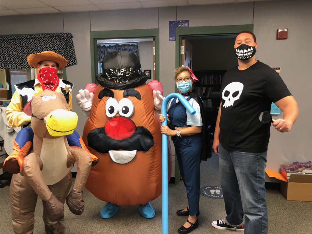 We had a sUpEr FuN wAcKy WeDnEsDaY at @RidgeviewMS . I love our Team! #ToyStory #ImTheOneInTheMiddle... #PotatoHead https://t.co/TmljLdlMvz