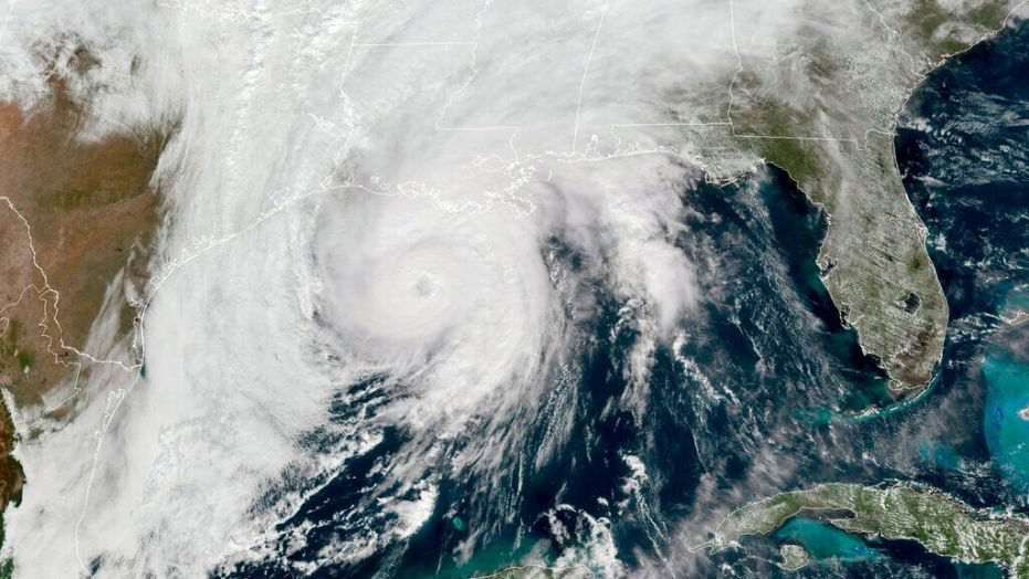 Hurricane Zeta, the 27th of storm the season, and 3rd to hit the Gulf Coast is raging inland now. Hit LA and moving into MS. Please send positive thoughts to @vox_n_thecosmos, @RobAnderson2018, @MikeEspyMS and anyone from that region. 🙏😫🙏 #HurricaneZeta