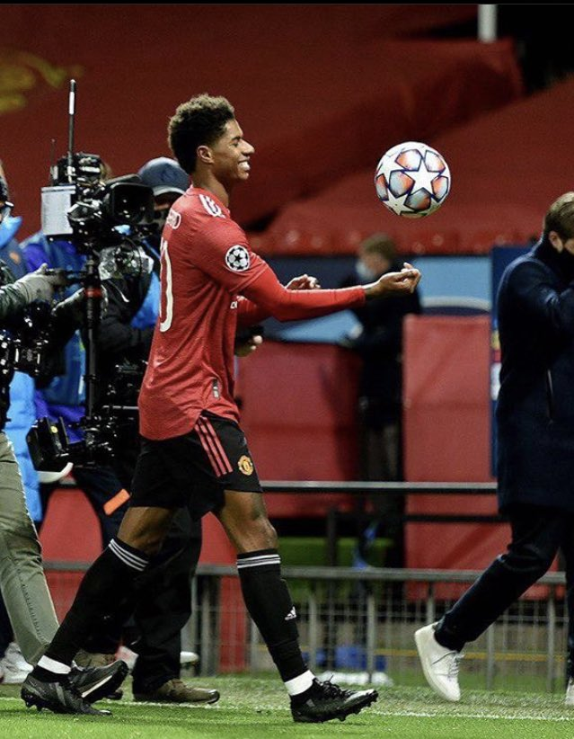 I just love how everyone's showing appreciation towards Marcus Rashford. Whether it's Liverpool, Arsenal, City or Chelsea fans they all respect him. What a man @MarcusRashford 👏🏻 https://t.co/G6qqAW3nCq