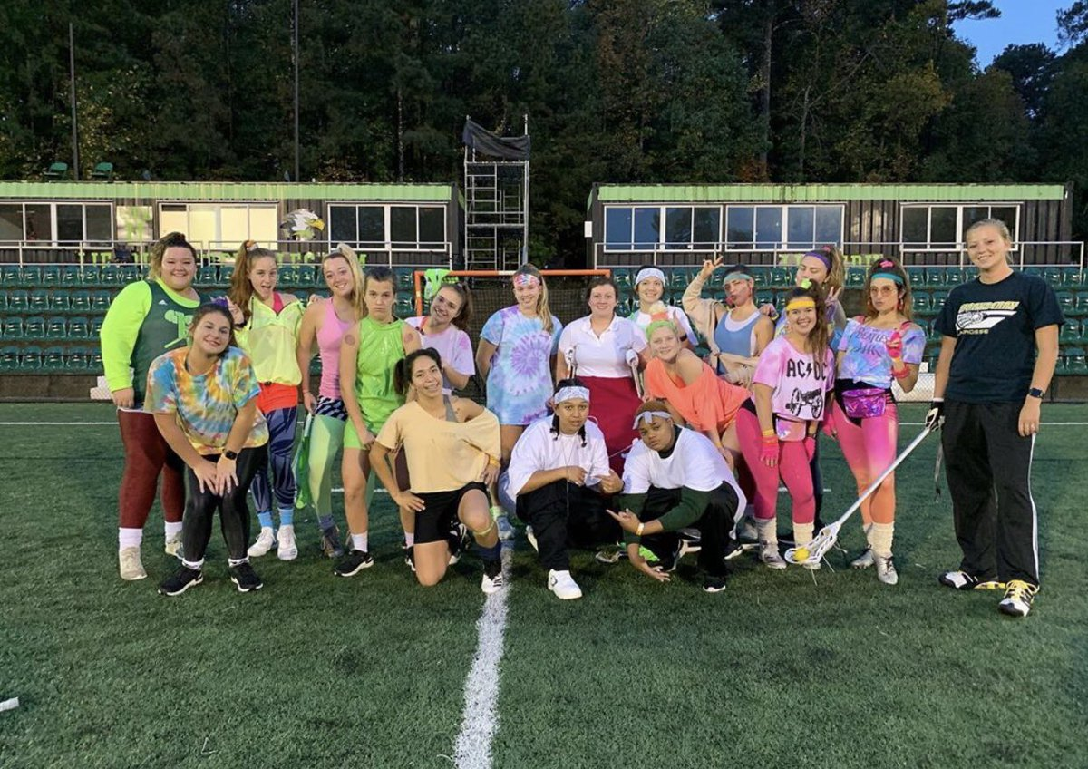 We decided to throw it back tonight for practice! #decades #throwback #80s #00s #90s #60s #MORE #Nelly #InMyWhiteTee 🕰 https://t.co/SRZYvedZuy