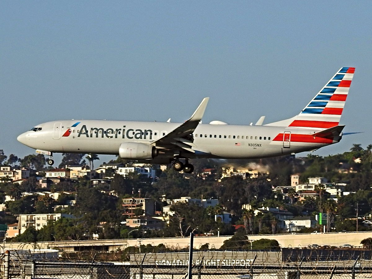 N305NX Boeing 737-823 operating as American AA1624 landing KSAN runway 27 on 28 October 2020. #avgeek #planespotting https://t.co/bT58ZF3lsK