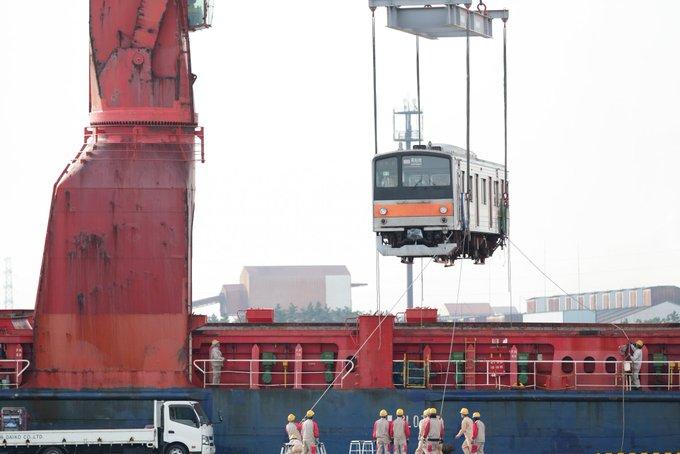 【ジャカルタ譲渡】最後の武蔵205系が貨物船が千葉港を出港 日本から消滅