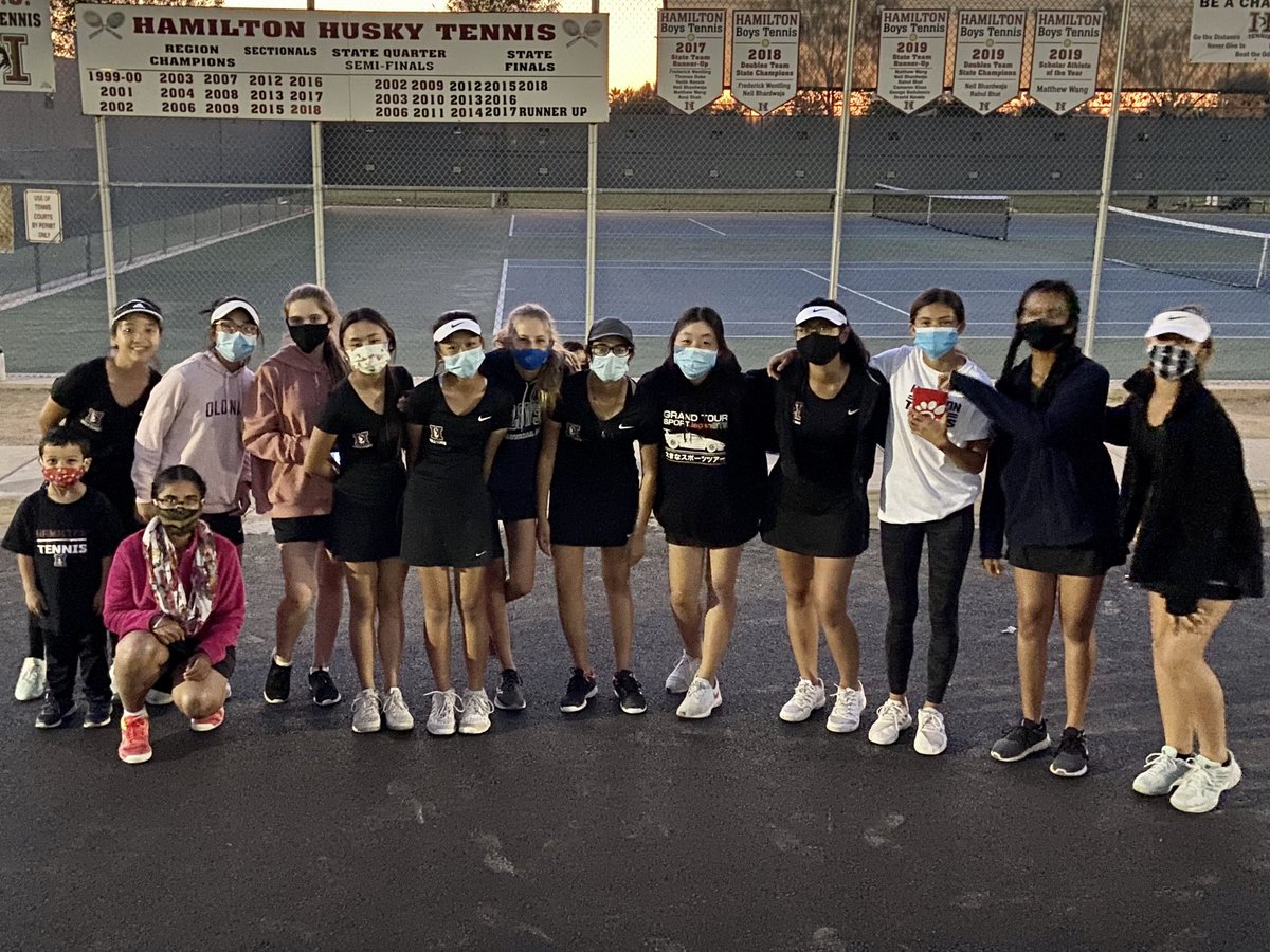 These girls stepped up today to defeat Casteel 6-3, win their 9th match in a row, and improve to 10-1 overall. One more match to go, tomorrow afternoon at Xavier. Let's go Lady Huskies! 😁🎾💪 #HuskyStrong #HuskyProud #HHS #Hamilton #Girls #Freshmen #Tennis #Team #HomeSweetHome https://t.co/YUFjQFsAqF
