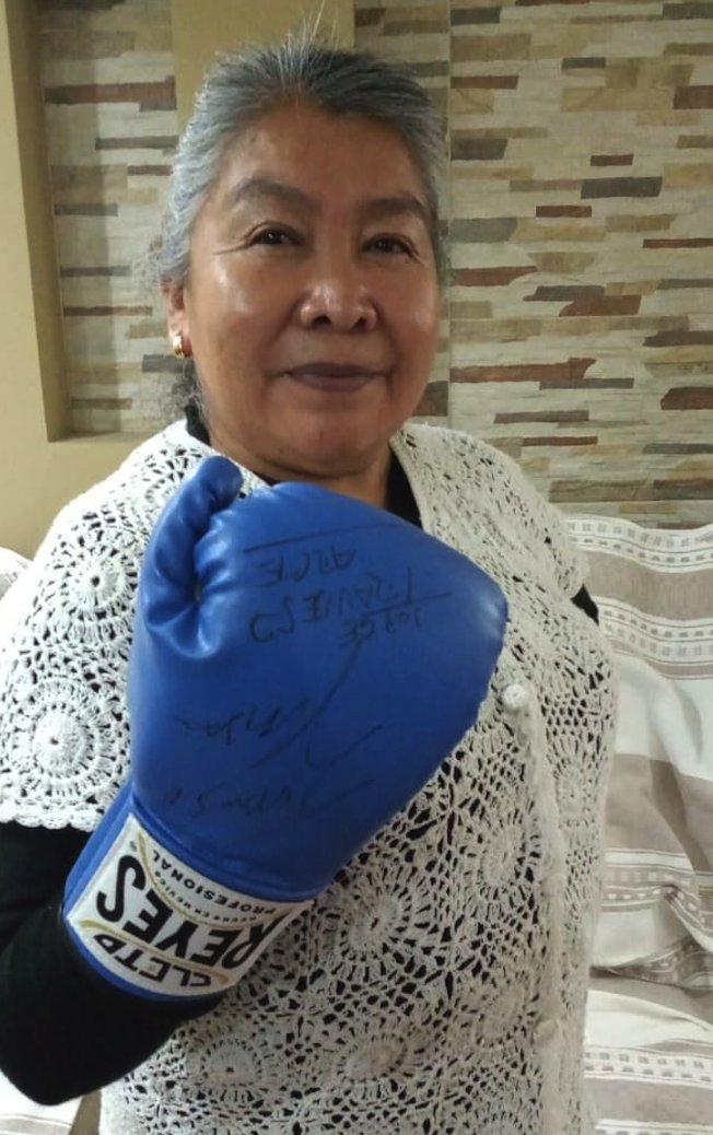 #JesKat #Deportes #Box #CMB #WBC  Julio César Chávez cumple su promesa con la artesana Reyna Rayón  https://t.co/iTiz0Plfk9 https://t.co/VBxytbpd04