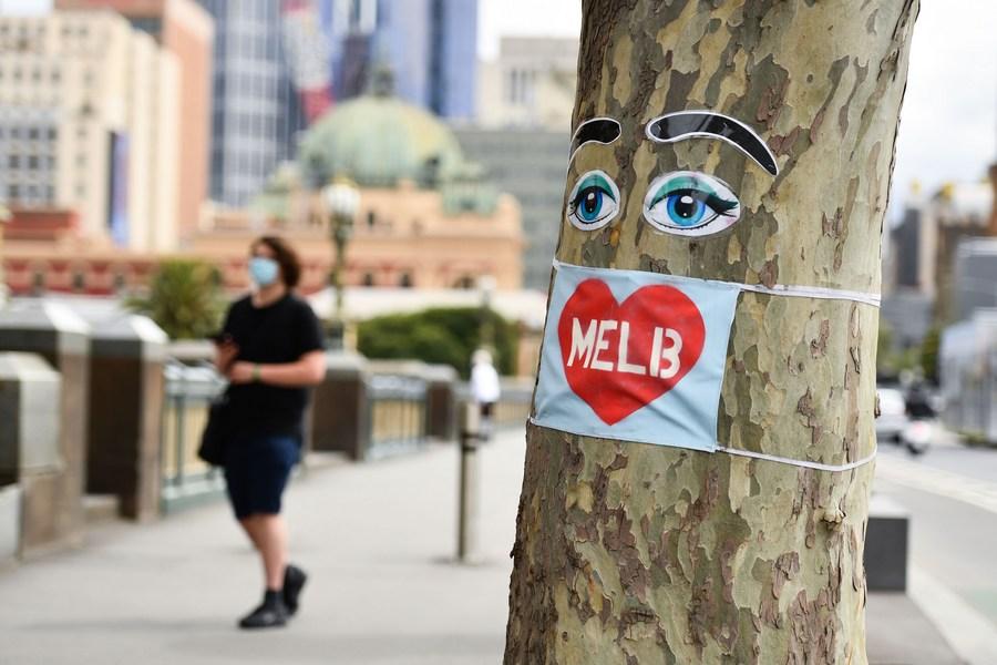 🇦🇺 28日,#澳大利亚 第二大城市 #墨尔本 解除了近4个月的严格防疫封锁措施,居民涌向久违的商家和餐厅,享受得来不易的自由。 https://t.co/qhme1Fe58d