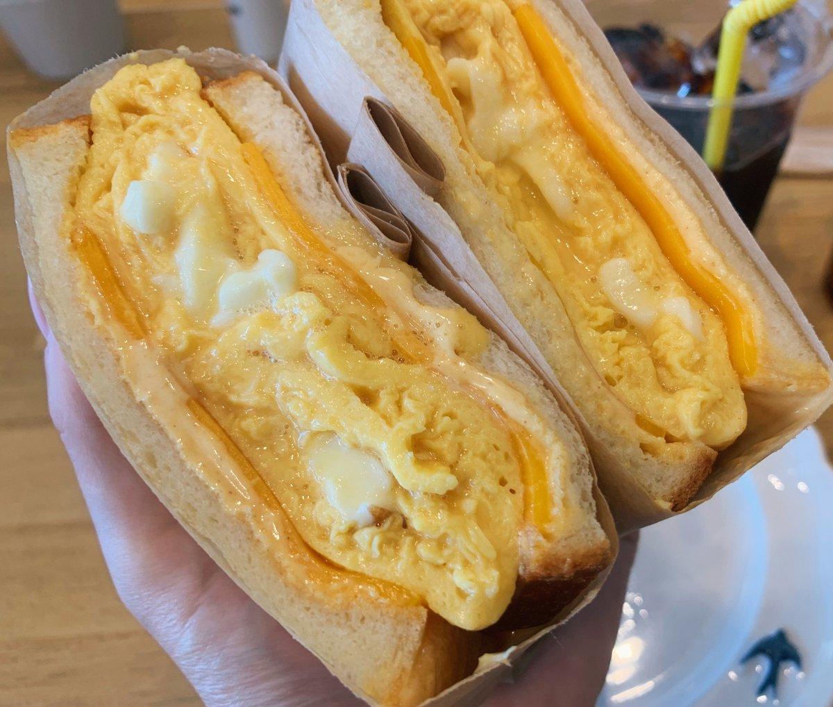 【つばめパン&Milk】@愛知(名古屋):尼ヶ坂駅から徒歩3分とろとろ玉子を挟んだオムレツサンドを食べられるお店玉子には生クリームが練りこんであって、飲めてしまいそうなくらいふわとろ。濃厚チーズも挟んでいて更にとろみを強くした贅沢サンド!マスタードの風味もほんのり感じられる逸品!