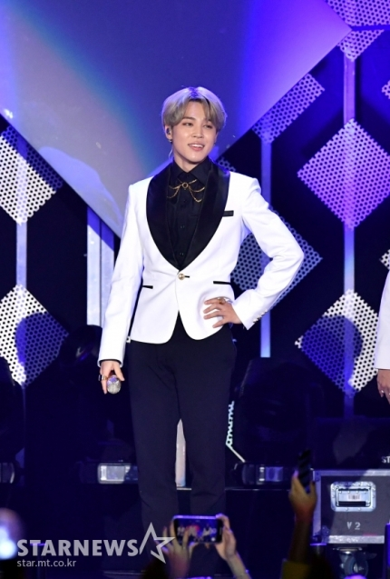 [NEWS]  BTS Jimin's Filter leads in popularity on Anghami, the Middle East's largest music platform.  Soon after release, Filter has consistently charted on Anghami's Top 10 and Top 30, and on Oct 23, it rose as the #1 solo song with 680K streams. https://t.co/v4XdEeJRbN