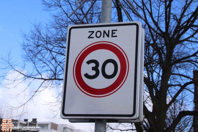 Collegevragen inzake het standaard maken van 30 km regime in woonwijken https://t.co/HP3Br53HMf https://t.co/qM60kQXJ8v