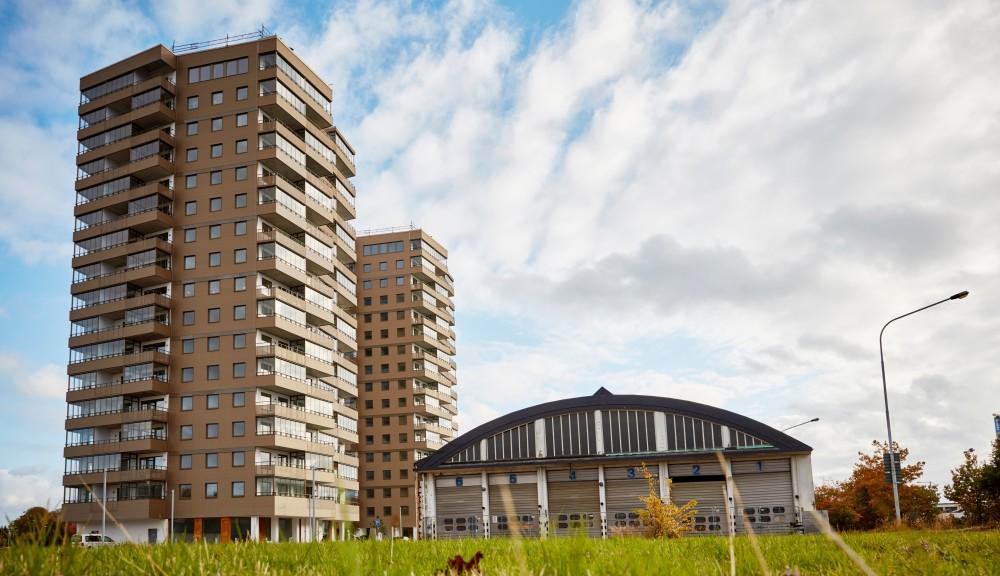 Inflyttningen har startat i 17-våningshusen i kv Spårvagnshallarna https://t.co/YoErlcO7bQ https://t.co/Z9CoXbyRk2