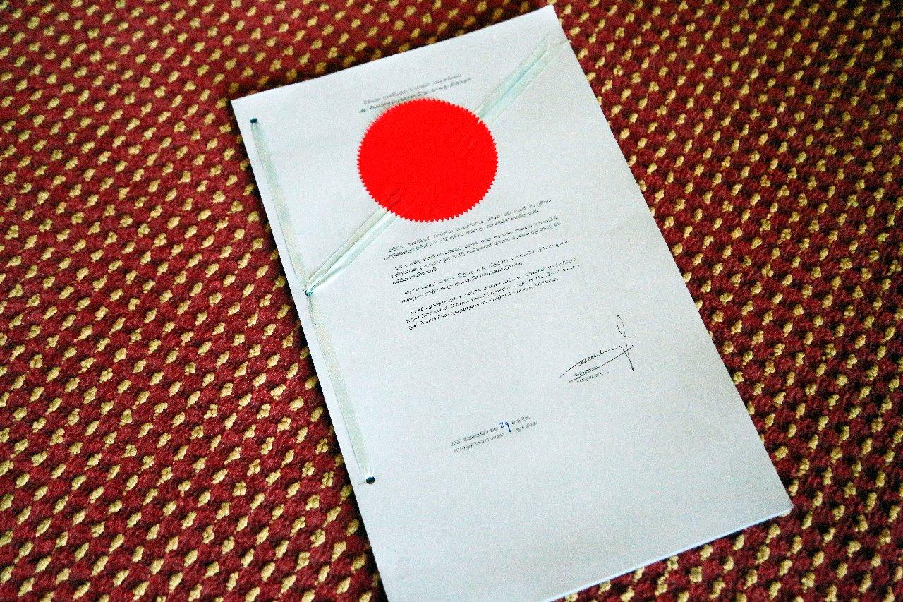சபாநாயகர் கையொப்பம்; 20ஆவது திருத்தம் இன்று முதல் அமுல்-Speaker Signed th Blue Print of the 20th Amendment-Implemented From Oct 29