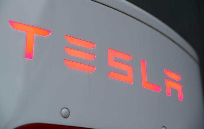 Tesla plans to open about 52 new service centers in 2021: Electrek https://t.co/wrKCSHiAH7 https://t.co/PkZAkJT3O0