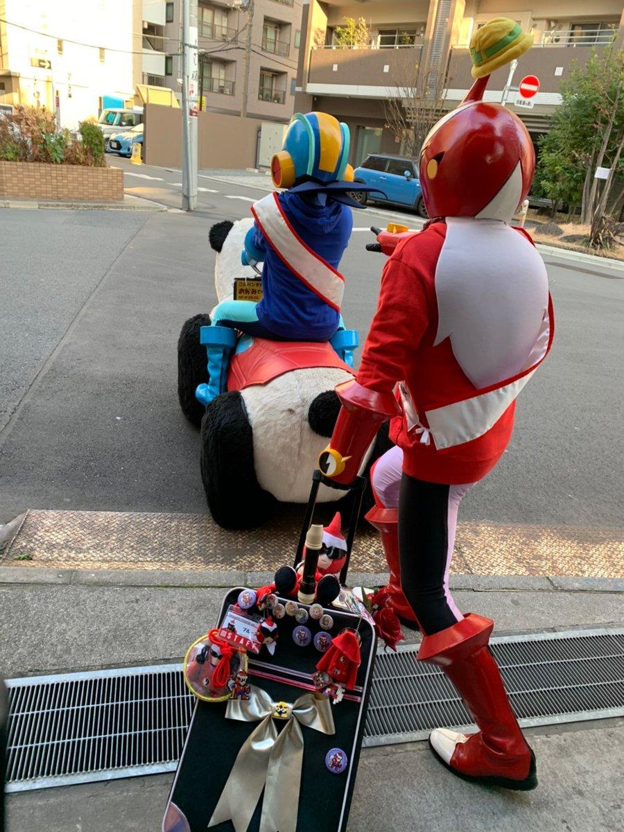 【「ロックマンライブ 2020」出演者紹介】ゲスト:ロックマン&ブルース(浅草花やしきの電脳より)東京浅草花やしきを拠点にしているので東京会場は納得でしたが、まさかの大阪会場にプラグイン!一説によるとパンダカーで来たとか。  #アマプラロックマンライブ同時視聴