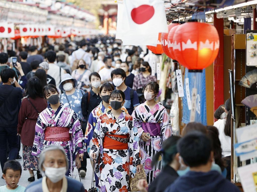 🇯🇵据日本放送协会消息,根据日本各地的地方自治团体和厚生劳动省通报的数据,当地时间18日零点至晚七点,日本单天新增感染者473人,至此,日本 #新冠肺炎 感染者累计达到99468人,加上钻石公主号上的712例感染,累计感染人数达10万108人。入秋之后,各地新增病例有增长趋势,秋冬防感染爆发成为重点。 https://t.co/0Qrf0pBo6K