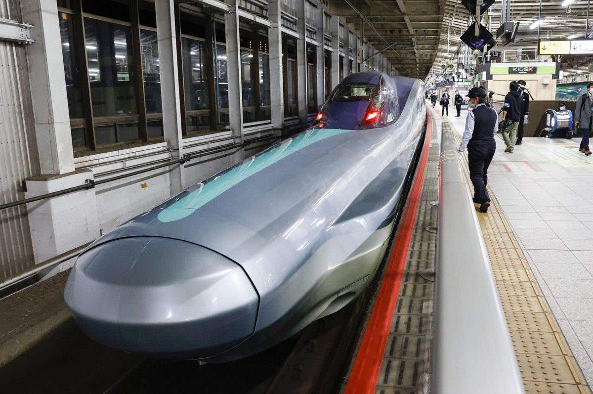 "🇯🇵 #Inpics Japan's new #shinkansen bullet train was tested on Tuseday, which may be put into operation 2031 with a maximum speed of 360 kilometers per hour.  🇯🇵 #图说 27日深夜,日本下一代新干线列车""ALFA—X""开始测试,列车全长250米,将于2031年投入运营,速度为360公里/小时。 https://t.co/HBFluireZq"