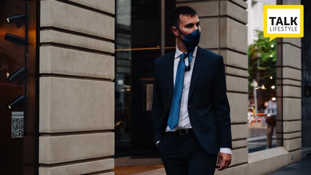 👔@ulturale_napoli  crea #vattinn la #safetytie brevettata, che sintetizza #cravatta e #mascherina per proteggersi con #stile ed #eleganza.   #lifestyle #fashion #ideegeniali #madeinitaly #resilienza #dispositividiprotezione #moda @L45live   https://t.co/rDMugse47L https://t.co/rb120KjEMj