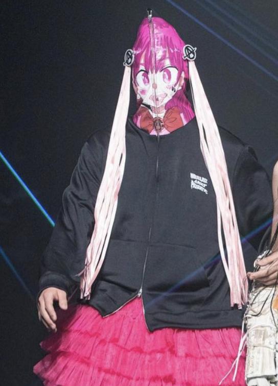 VS嵐 10/29放送二宮和也くん 着用衣装 パーカーニノちゃんのフードにひらひら謎の紐がぶら下がってると思ったらまさかのアニメキャラの髪の毛でしたねw#二宮和也 #VS嵐 #嵐 #ARASHI