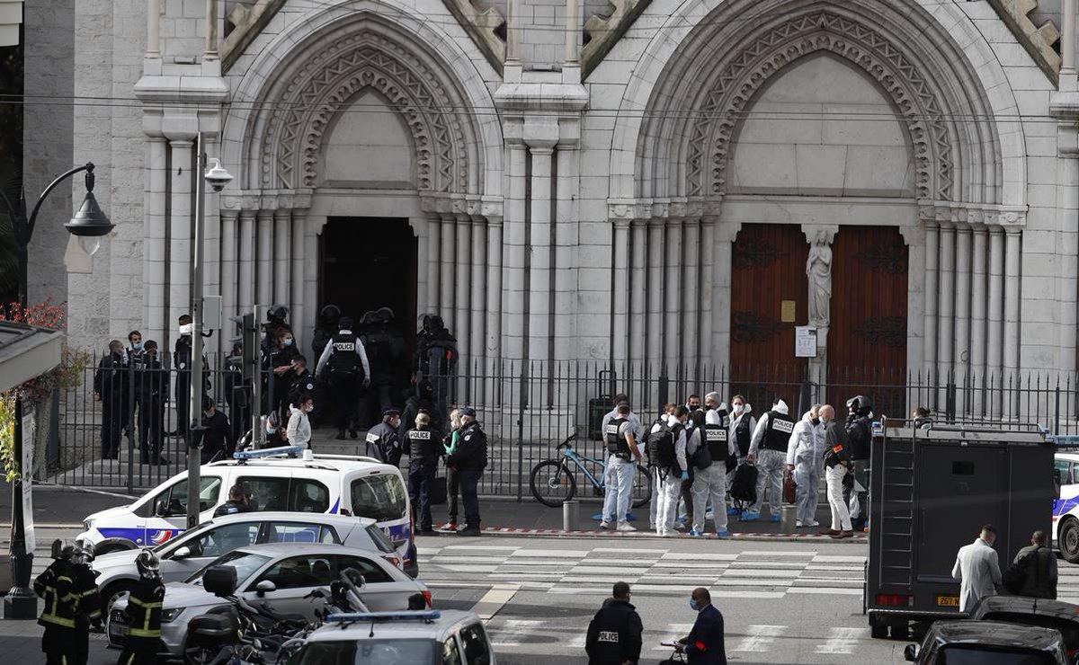 #ÚltimaHora Atentado terrorista deja tres personas muertas en Francia; una víctima fue decapitada https://t.co/I8ufwgca4L https://t.co/vwWagsXeNw