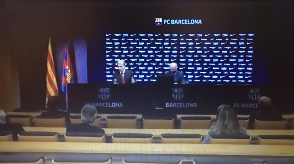 المؤتمر الصحفي لرئيس لجنة إدارة برشلونة ، مباشرة 1