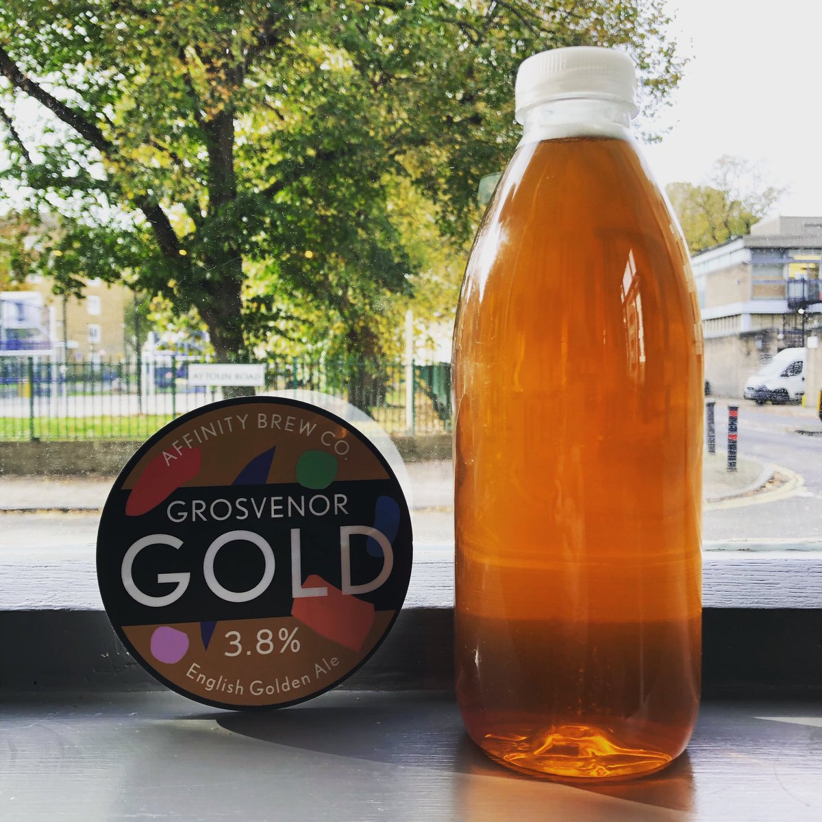Fresh cask of our House Golden Ale going on today. 🙌🏻  Brewed downstairs by our friends @AffinityBrewCo. 👊🏻  Available for drinking-in pints and take-away litres. 🍺  #brewpub #cask #ale #realale #gold https://t.co/RcT43b7jps
