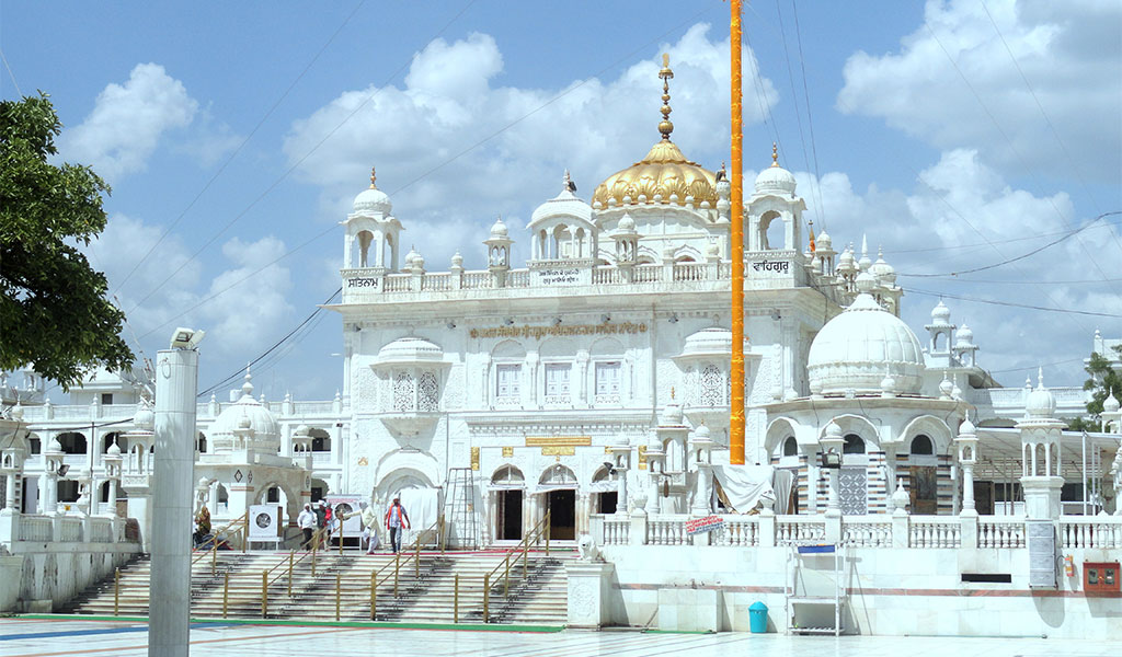 Good news for pilgrims.  Direct air connectivity for darshan at Sri Harmandir Sahib, Takht Sachkhand Sri Hazur Sahib & other holy places in the two cities established again.  Thrice weekly direct flights between Sri Amritsar Sahib & Nanded restart from 10 Nov 2020.  @airindiain https://t.co/TUAH11CpjL
